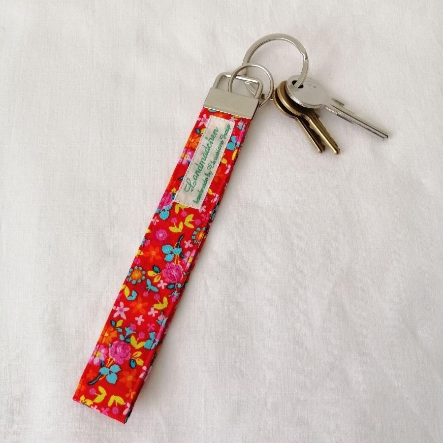 Nützliches Schlüsselband bequem am Handgelenk